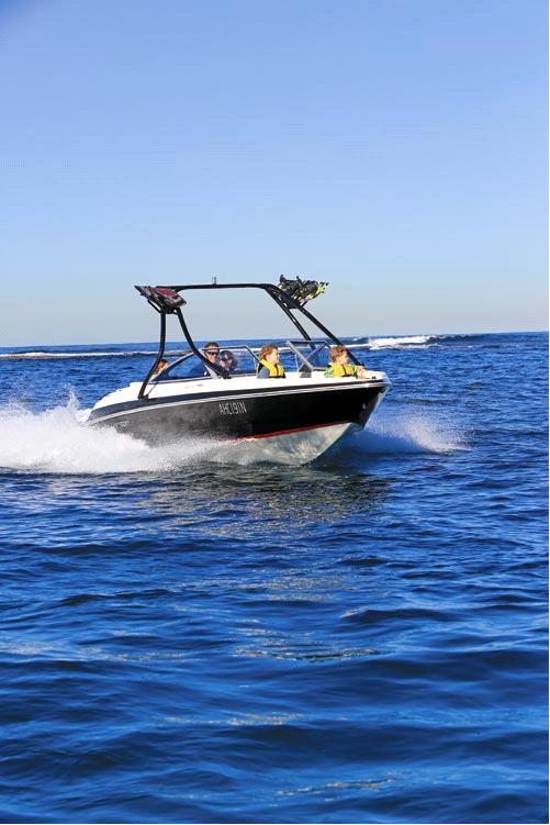 превосходные мореходные качества LARSON LX 225 S